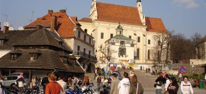 Kazimierz Dolny – w weekendy na Rynku jest wielu turystów