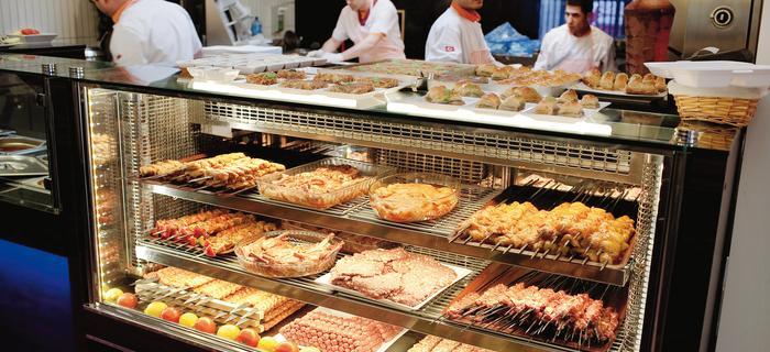 Zero Smażenia. Mięso w restauracji Maho jest albo grillowane na węglu albo pieczone w piecu opalanym drewnem