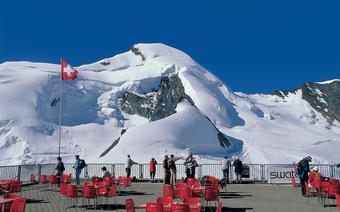 Widok z najwyżej położonej w Alpach restauracji w Saas-Fee