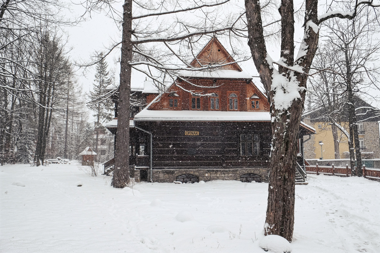 Willa Ornak w zimowej scenerii